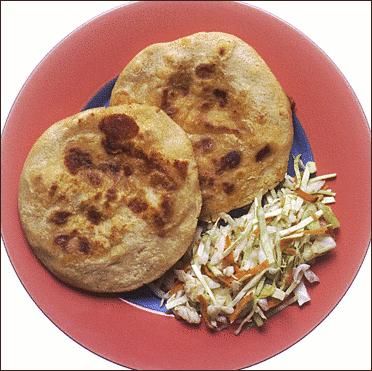 Resultado de imagen de pupusas con mozzarella, frijoles y chicharrón imagenes